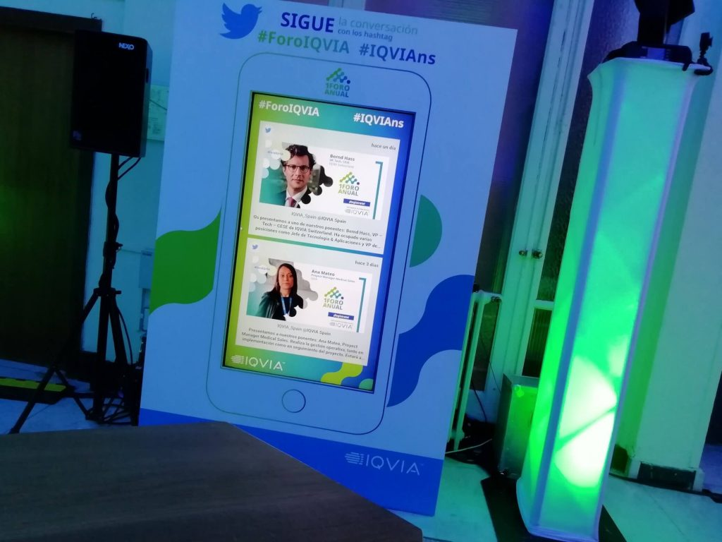 Social Media Wall for an event by Tweet Binder